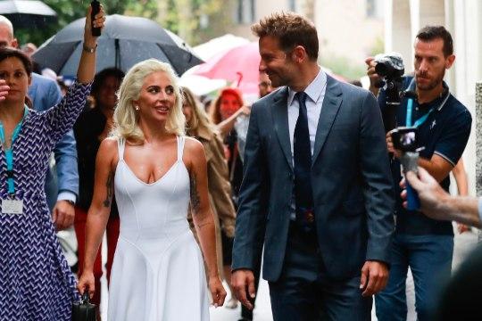 ÕL VENEETSIAS | UUS PAAR? Lady Gaga ja Bradley Cooper flirtisid mesimagusalt