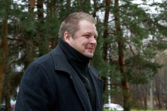 Erki Savisaar: riigimehelik oleks Peeter Ernitsal lahkuda ka riigikogust