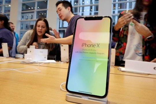 Apple убрали из продажи iPhone SE и X