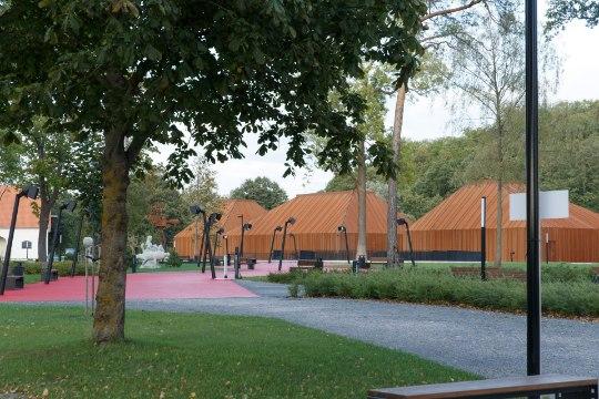 """GALERII   Näituse """"Eesti läbi 100 silmapaari"""" avamisel Maarjamäe lossis olid kohal ka modellid"""