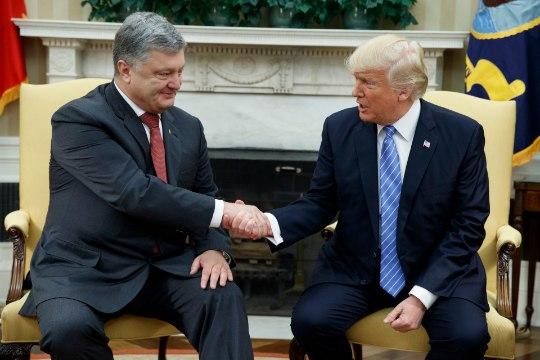 """Порошенко подал в суд на британский канал """"Би-би-си"""" за клевету"""
