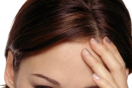 Tunne oma peavalu: miks su pea piinavalt valutab? Kuidas end aidata?