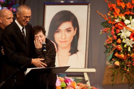 Tapetud lauljatari ema suri kaks aastat pärast tütre surma vähki