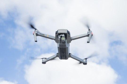 Idapiiril lendavad võõrad droonid veavad öösel salakaupa