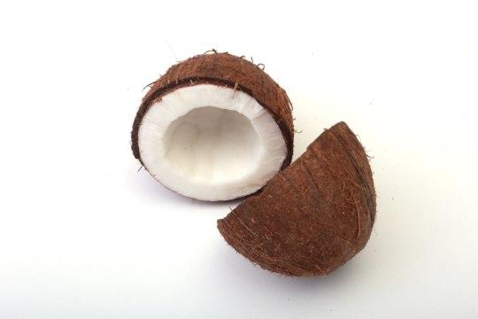 Расти, коса: полезно ли кокосовое масло для отращивания волос