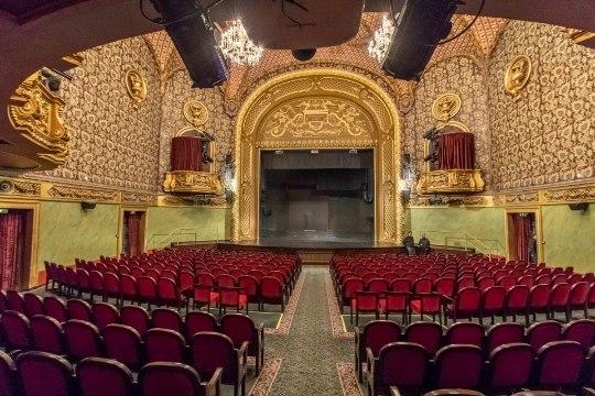 Русский театр продает билеты с 50% скидкой