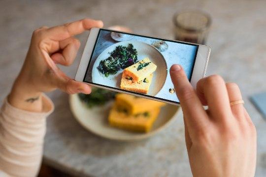 Peakoka pilguga: kas toidu pildistamine tähendab tasuta turundust või mõrva maitseelamusele
