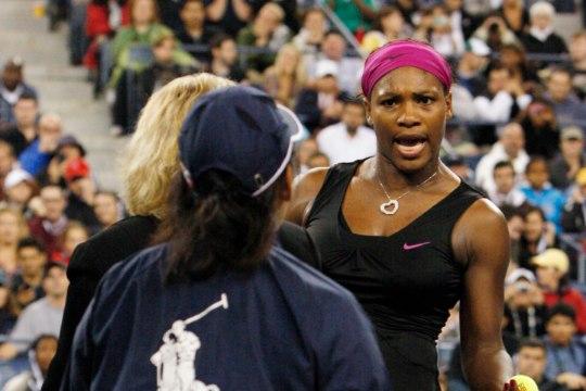 VIDEOMEENUTUS: Serena Williams on varemgi US Openil enesevalitsuses kaotanud ning kohtunikku sõimanud