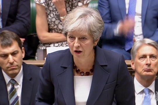"""Джонсон сравнил позицию Мэй по Brexit с """"поясом смертника"""" для Британии"""
