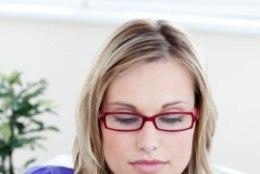 Ettevaatust! Käsimüügist ostetud odavad lugemisprillid ohustavad nägemist