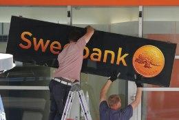 Swedbank suleb 10 kontorit ja koondab töötajaid