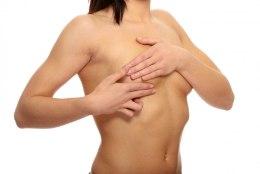 ŠOKEERIVALT JULGE JA ILUS: rinnavähi üle elanud naised poseerisid ühe rinnaga naistele kujundatud trikoodes