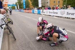 Seadus teeks kiivri kandmise kõigile jalgratturitele kohustuslikuks ja ähvardab selle eirajaid trahviga