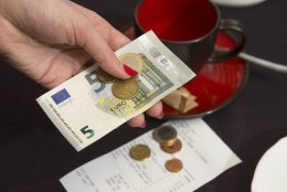 Restoranikülalise dilemma: kas maksta jootraha ja kui palju?