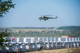Vene kingitus: humanitaarkonvoi seisab, üle piiri trügivad aga soomusmasinad!