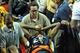 ÕUDNE VIDEO: USA korvpallikoondislane sai treeningmängus võika vigastuse