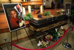 GALERII: politsei poolt tapetud 18aastane Michael Brown saadeti viimsele teele