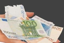 PETUSKEEM TÖÖTAB ENDISELT: Pärnu vanahärra loovutas tundmatule oma pangakaardi ja üle 1000 euro