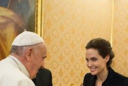 FOTOUUDIS: Angelina Jolie kätles paavstiga
