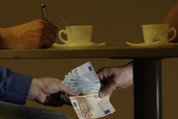 ALTKÄEMAKSUKAHTLUS: kripo vahistas Narva büroo eksamineerija