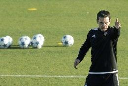 Neville proovib Valenciat Meistrite liigas edasi aidata vana nipi abil