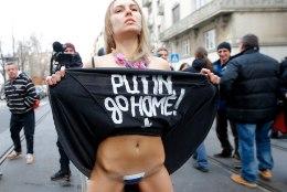 Femeni sekstremist saatis Putini v***u