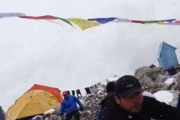 KESET HIRMU, ÕUDU JA TEADMATUST: video Everestil laviini võimusesse jäänutest