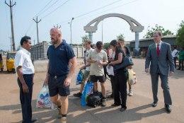 Indias kojupääsemist ootavad laevakaitsjad said isiklikud asjad kätte