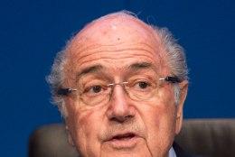 ŠOKK! Skandaalidesse mässitud FIFA juht Sepp Blatter astus tagasi