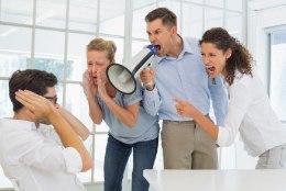 10 märki, et kannatad töövägivalla all