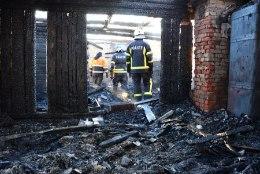 FOTOD | Olustveres põles inimene majja