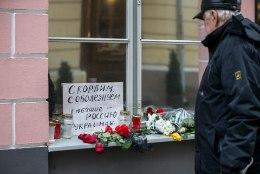 FOTOD   Tallinnas Venemaa Saatkonna juures mälestatakse Türgis mõrvatud suursaadikut
