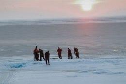 PÕHJATUUL PANI JÄÄ LIIKUMA: tänasest on Peipsi jää kalastajatele lukus