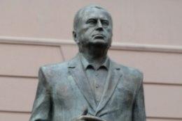 Žirinovski avas talle püstitatud ausamba