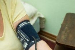 HEA TEADA: Vererõhu mõõtmine mõlemalt käelt võib päästa elu!