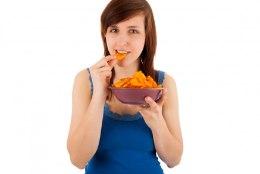 NÄPUD EEMALE: Toidud, mis soodustavad vähktõve teket