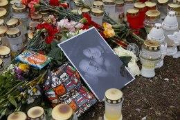 GALERII   Kolme inimese elu nõudnud avariipaigal mälestatakse hukkunuid