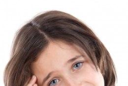 Kuidas aidata peavalude käes vaevlevat last?