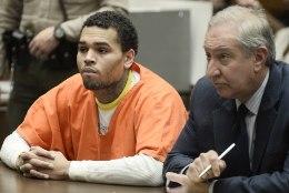 Advokaat: Chris Browni kodus polnud tulirelva