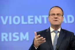 Euroopa Komisjon: me ei saa otseselt kaasa aidata Eesti presidendi ametiraha tagasisaamisele Venemaalt