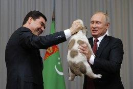 VIDEO | Putin sai sünnipäevaks uue koerakutsika