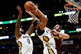 VIDEO | Pelicansi kaksiktornid panid LeBron Jamesi paika, üllatusmehed kukutasid Rocketsi
