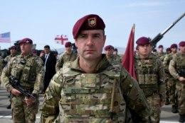 Britid teevad Saaremaale sõjaväedessandi ja tutvuvad kohalikega