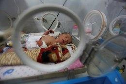 Enneaegsena sõjakoldes: elektrikatkestused ohustavad Jeemeni varasündinud beebisid