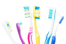 Puust ja punaseks: kui tihti peab hambaharja vahetama?