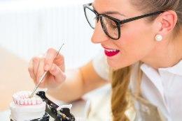 Hambaarst selgitab: mis juhtub, kui jätta protees panemata?