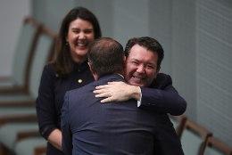 VIDEO | Austraalia parlamendiliige tegi istungil oma samasoolisele kallimale abieluettepaneku