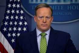 Trumpi pressisekretär ei usu, et presidendil hommikumantel on