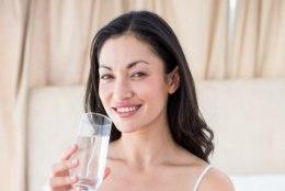 Seitse põhjust, miks peaksid hommikul esimese asjana vett jooma