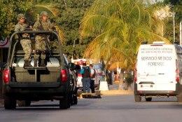Mehhikos poseeris turist politseiniku relvaga